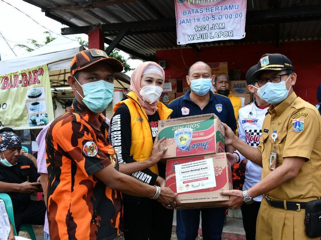 4 Ormas Salurkan Bantuan Makanan-Selimut ke Korban Banjir di Jakarta