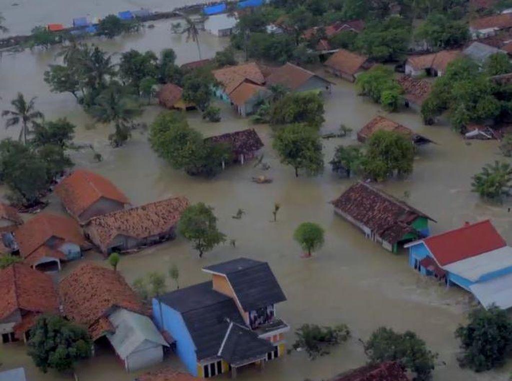 Pantauan Udara Banjir di Sekitar Tanggul Citarum yang Jebol