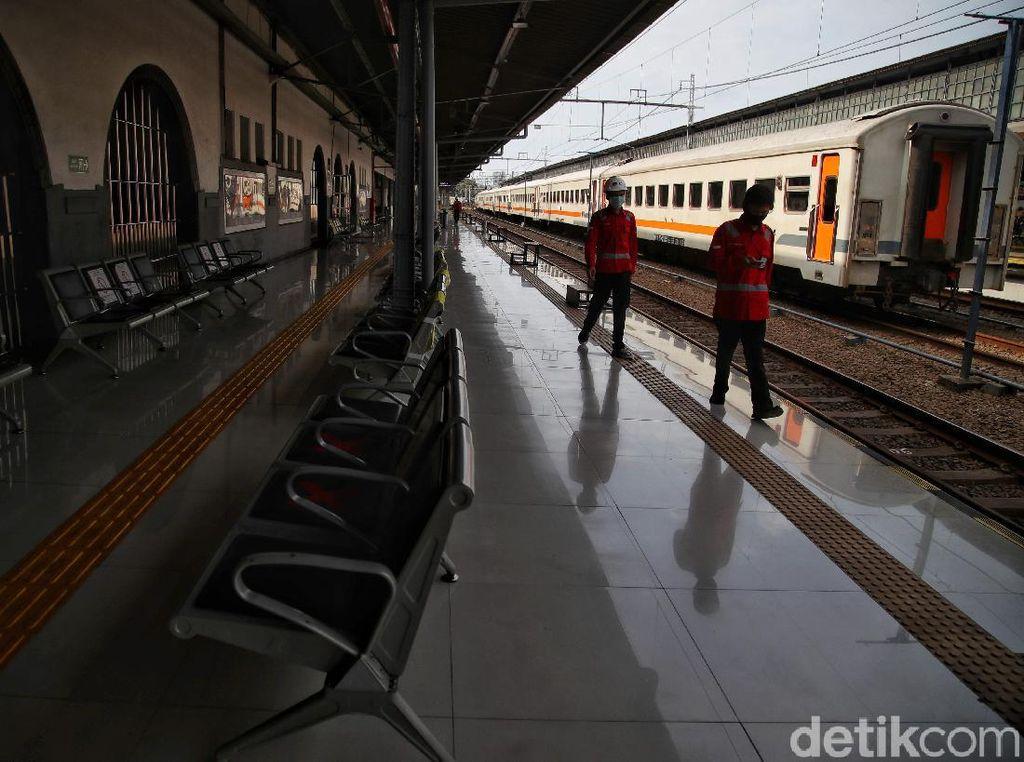 Stasiun Pasar Senen Tetap Sediakan KA untuk Penumpang Kebutuhan Mendesak