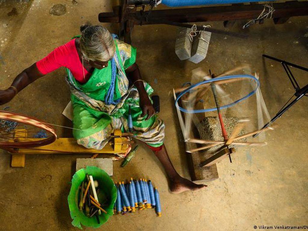 Penenun India Beralih ke Alat Tenun Tradisional untuk Lindungi Lingkungan