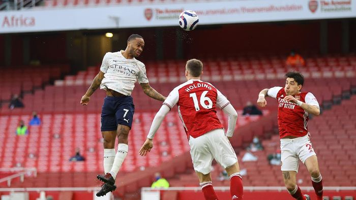 LONDON, ENGLAND - FEBRUARY 21: Raheem Sterling of Manchester City scores his teams first goal during the Premier League match between Arsenal and Manchester City at Emirates Stadium ></span></p> <p><span style=