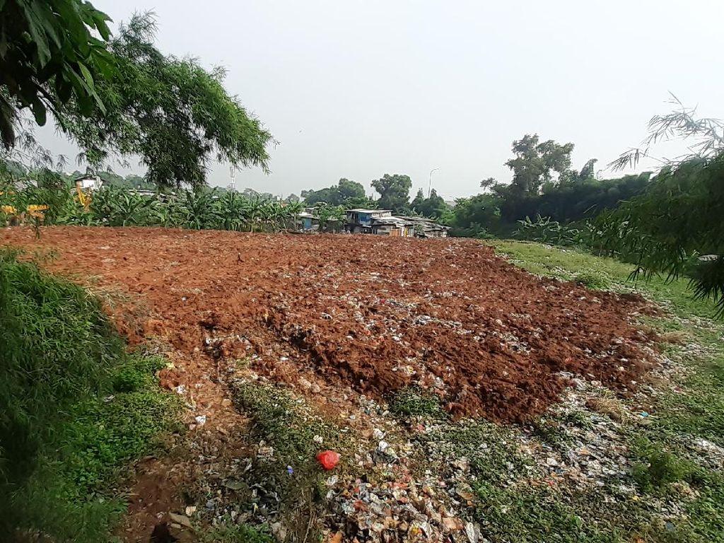 Sampah Selapangan Bola di Bekasi Diangkut Sebagian, Sisanya Ditutup Tanah