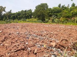 Penampakan Sampah Selapangan Bola di Bekasi Kini Ditutup Tanah
