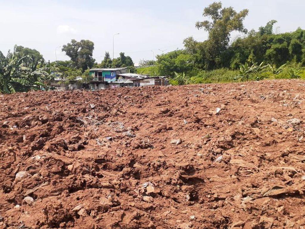 Sampah Selapangan Bola Bekasi Ditutup Tanah, Warga Tak Lagi Keluhkan Bau