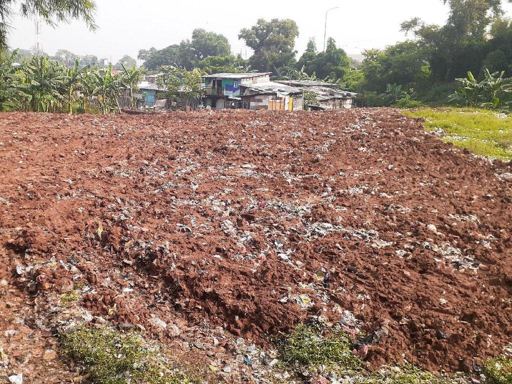 Usai Sampah Selapangan Bola Ditutup Tanah, Bekasi Akan Awasi Lokasi
