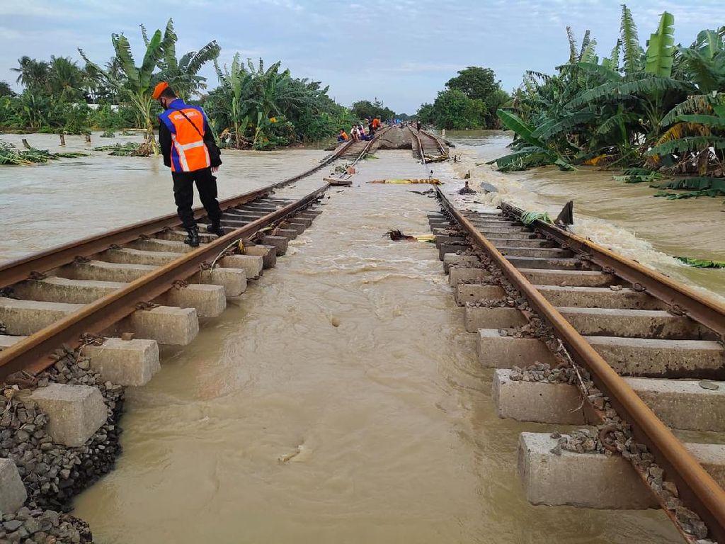Seluruh Jadwal KA Jarak Jauh dari Jakarta Hari Ini Dibatalkan Karena Banjir