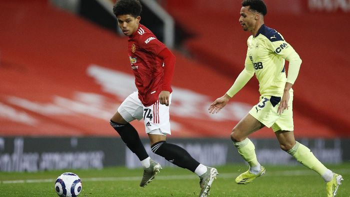 Manchester Uniteds Shola Shoretire, left, controls the ball in front of Newcastles Jacob Murphy during an English Premier League soccer match between Manchester United and Newcastle at the Old Trafford stadium in Manchester, England, Sunday Feb. 21, 2021. (Phil Noble/Pool via AP)