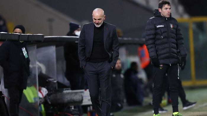 LA SPEZIA, ITALY - FEBRUARY 13: Stefano Pioli manager of AC Milan reacts during the Serie A match between Spezia Calcio  and AC Milan at Stadio Alberto Picco on February 13, 2021 in La Spezia, Italy.  (Photo by Gabriele Maltinti/Getty Images)