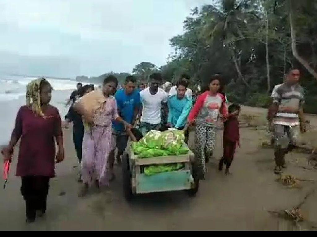 Perjuangan Warga di Seram Maluku Evakuasi Pasien Pakai Gerobak ke Puskesmas