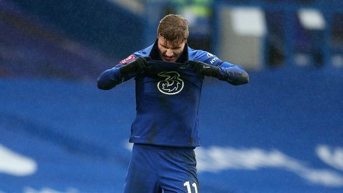 LONDON, ENGLAND - JANUARY 24: Timo Werner of Chelsea reacts after his penalty is saved during The Emirates FA Cup Fourth Round match between Chelsea and Luton Town at Stamford Bridge on January 24, 2021 in London, England. Sporting stadiums around the UK remain under strict restrictions due to the Coronavirus Pandemic as Government social distancing laws prohibit fans inside venues resulting in games being played behind closed doors. (Photo by Catherine Ivill/Getty Images)