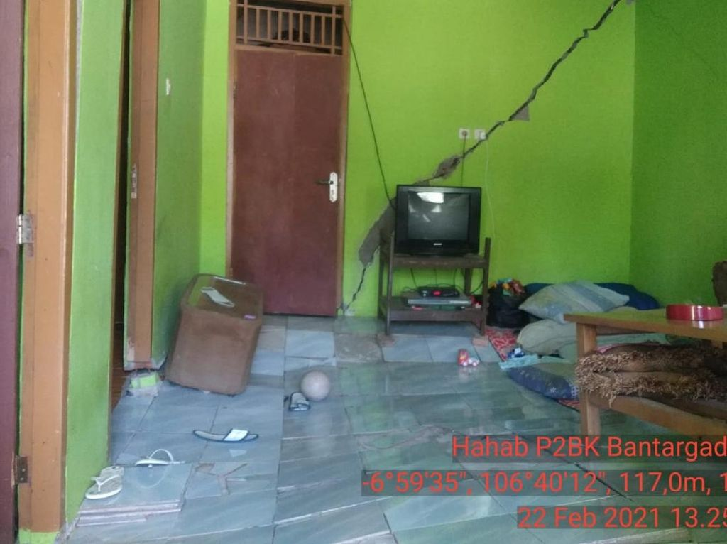 7 Rumah Warga di Bantargadung Sukabumi Retak Akibat Pergerakan Tanah