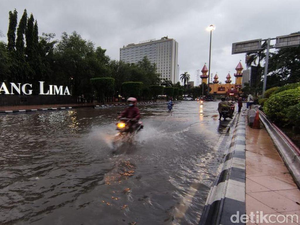 Banjir di Simpang Lima Semarang, Jalan Pahlawan Sempat Ditutup