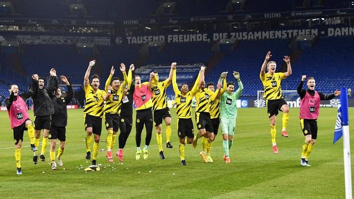Dortmund players celebrate at the end of the German Bundesliga soccer match between FC Schalke 04 and Borussia Dortmund in Gelsenkirchen, Germany, Saturday, Feb. 20, 2021. Dortmund won 4-0. (AP Photo/Martin Meissner, Pool)
