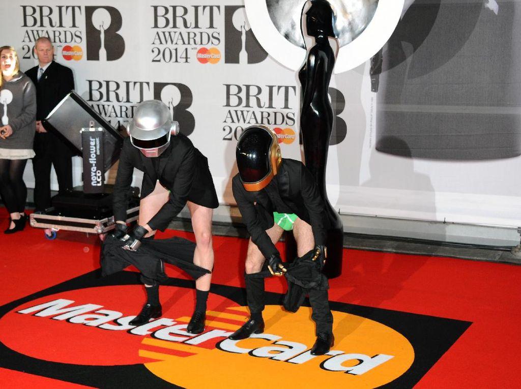 Daft Punk Bubar Setelah 28 Tahun Konsisten Tampil Misterius