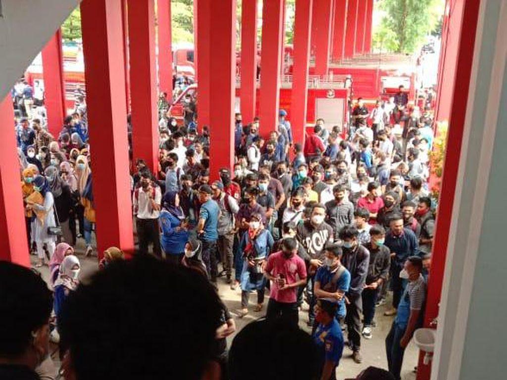 Viral Warga Berkerumun Lamar Kerja ke Damkar Makassar, Ini Penjelasan Kadis