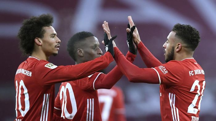 Bayerns Corentin Tolisso, right, celebrates with his teammates after scores against Arminia during a German Bundesliga soccer match between Bayern Munich and Arminia Bielefeld at the Allianz Arena in Munich, Germany, Monday, Feb. 15, 2021. (AP Photo/Andreas Schaad, Pool)