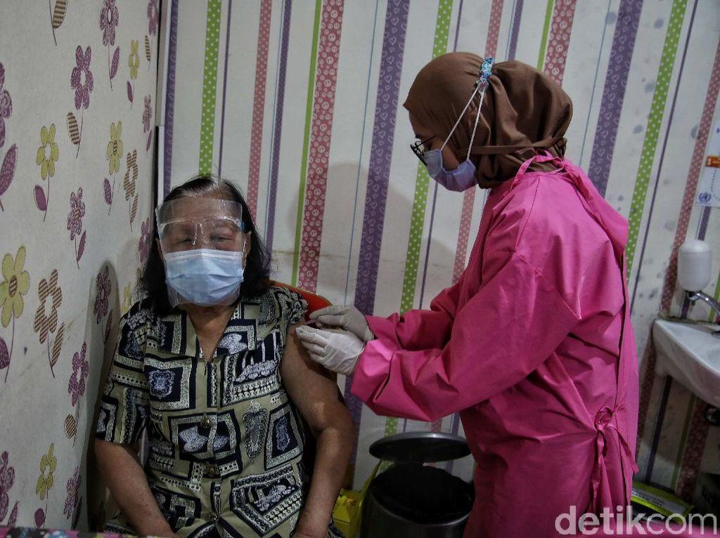 Kendala Vaksinasi Lansia: Banyak yang Tidak Sadar Tensinya Tinggi