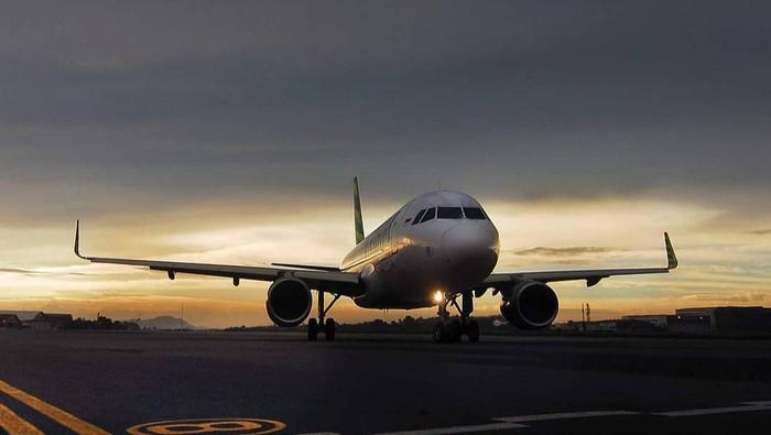 Ilustrasi pesawat dan bandara