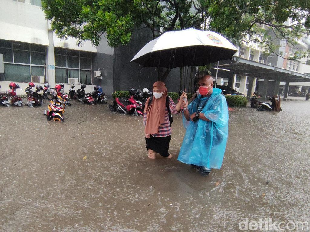 Hujan Lebat, Kompleks Kantor Gubernur Jateng Kebanjiran