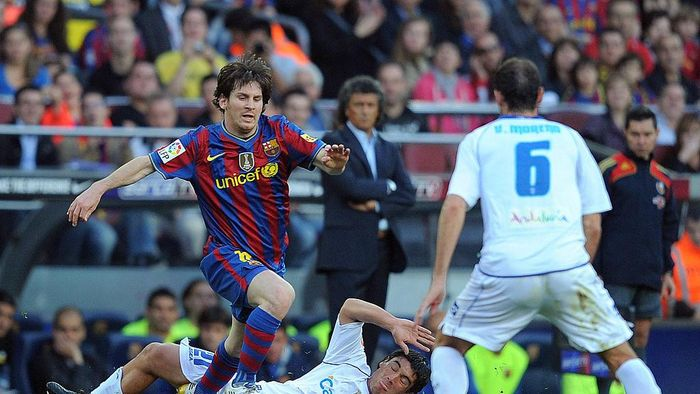 BARCELONA, SPAIN - APRIL 24: Lionel Messi (L) of Barcelona beats  Emilio Viqueira of Xerez CD during the La Liga match between Barcelona and Xerez CD at Camp Nou stadium on April 24, 2010 in Barcelona, Spain.  (Photo by Denis Doyle/Getty Images)