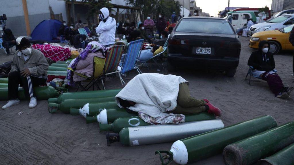 Miris! Warga Peru Rela Antre Berhari-hari Demi Tabung Oksigen