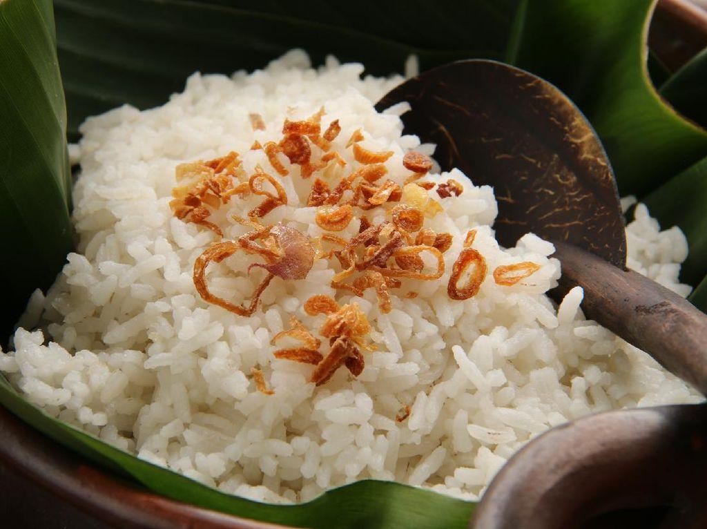 Resep Nasi Uduk Betawi Pakai Magic Com yang Gurih Wangi