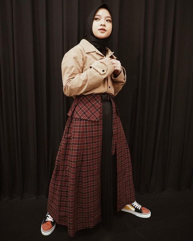 Nissa Sabyan dengan style tumpuk pada rok nya/instagram.com/nissa_sabyan
