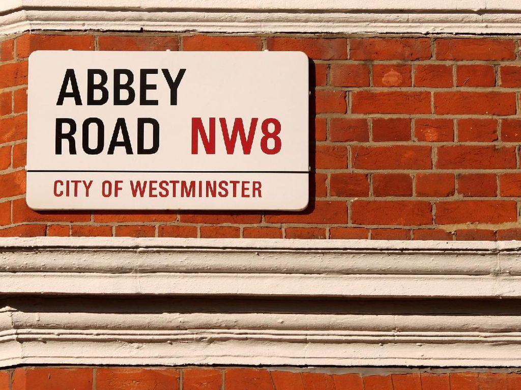 Plang Jalan Abbey Road Tempat Ikonik The Beatles Terjual Ratusan Juta