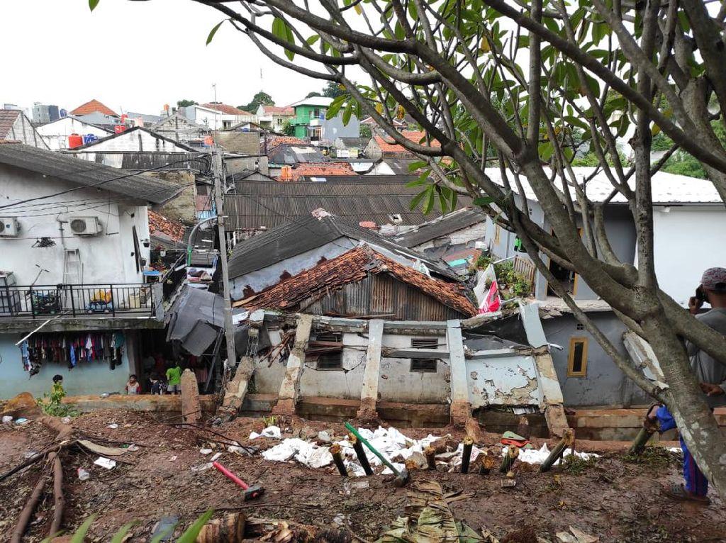 SDA Jaksel Ungkap Penyebab Robohnya Tembok Rumah Ibu Dino Patti Djalal