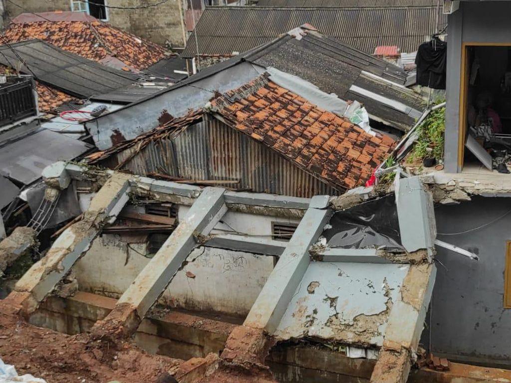 Tembok Rumah Ibu Timpa Rumah Tetangga, Dino Patti Djalal Siap Perbaiki