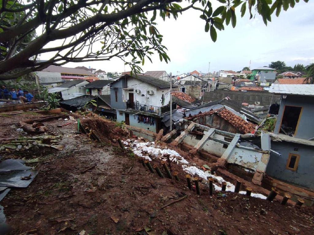 Tembok Rumah Ibu Dino Patti Djalal Roboh, Warga: 60 Ternak Saya Mati