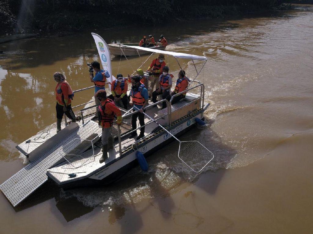 Pemkot Bekasi Luncurkan Perahu Pembersih Sungai, Seperti Apa Ya?