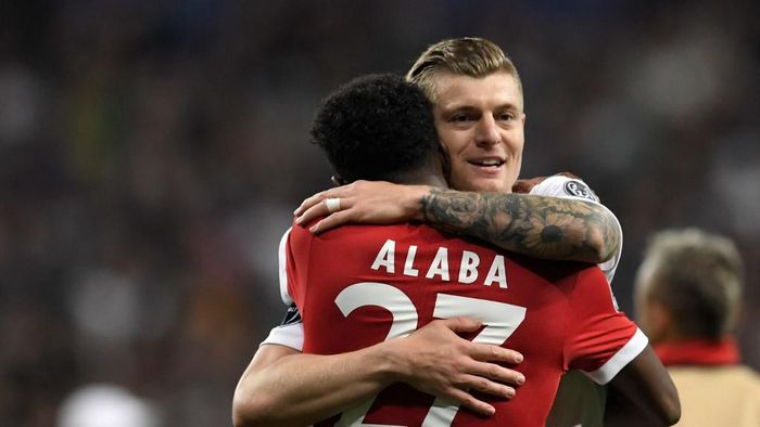 Bayern Munichs Austrian defender David Alaba (L) is hugged by Real Madrids German midfielder Toni Kroos after the UEFA Champions League semi-final second-leg football match Real Madrid CF vs FC Bayern Munich in Madrid, Spain, on May 1, 2018. (Photo by GABRIEL BOUYS / AFP)