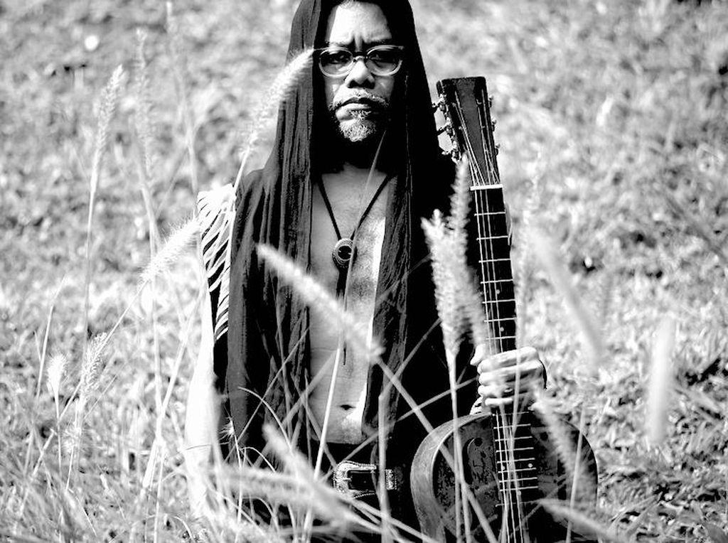 Mengulik Makna Cemburu dalam Lagu Baru Adrian Adioetomo