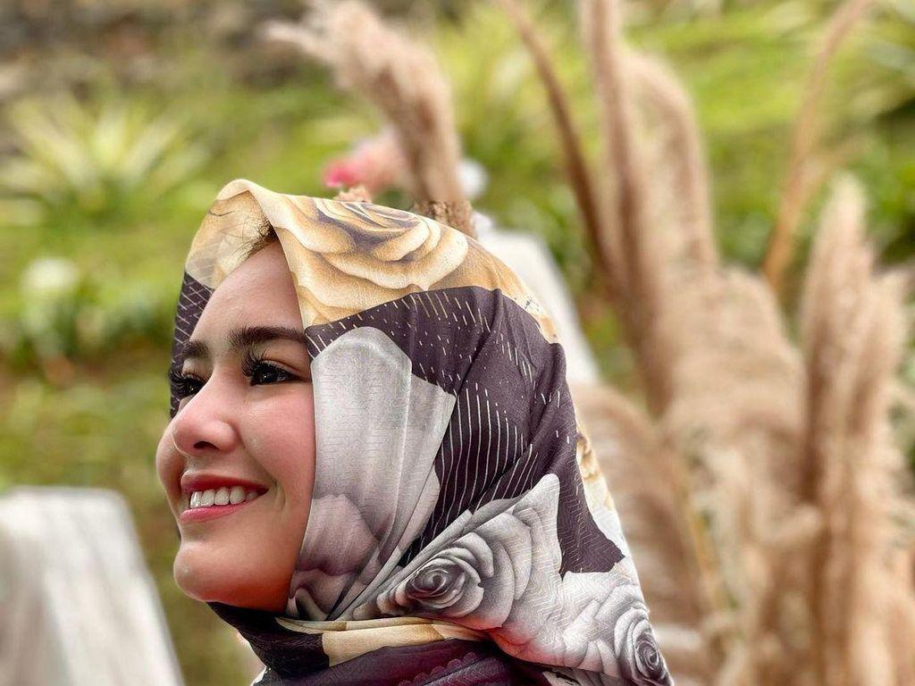 Adu Gaya 15 Artis yang Jual Hijab, Amanda Manopo Berhijab Bikin Pangling