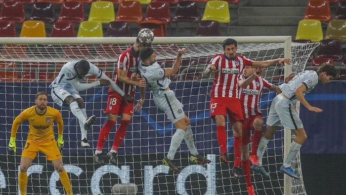 Atletico Madrid and Chelsea players play during the Champions League, round of 16, first leg soccer match between Atletico Madrid and Chelsea at the National Arena stadium in Bucharest, Romania, Tuesday, Feb. 23, 2021. (AP Photo/Vadim Ghirda)