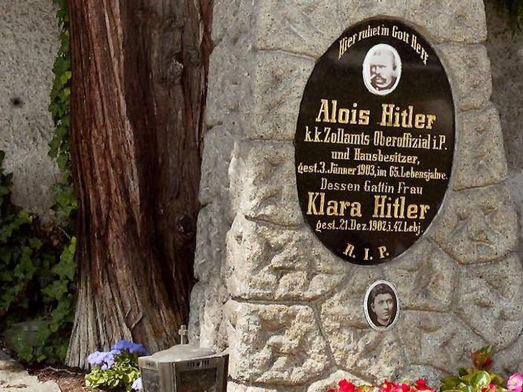 Buku Baru tentang Ayah Adolf Hitler Ungkap Latar Belakang Keluarganya
