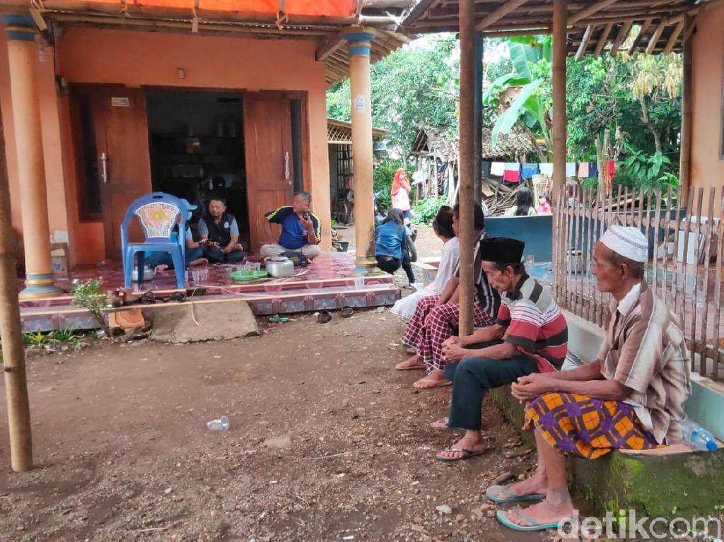 Dua Santriwati Korban Longsor Pamekasan Asal Jember Masih Bersaudara