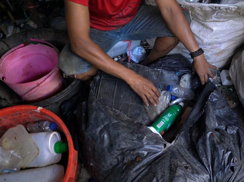 Edukasi Pemulung untuk Atasi Sampah Plastik