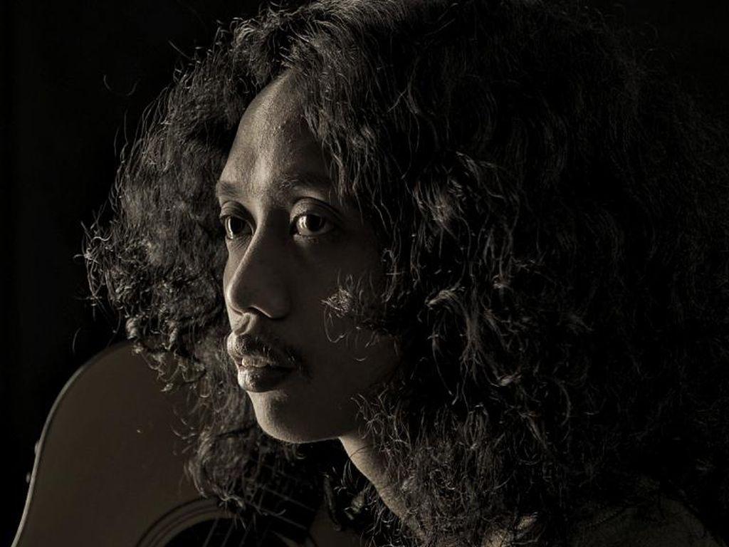 Fajar Merah Ajak Saling Bantu Lewat Musikalisasi Puisi Wiji Thukul