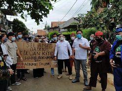 Bagi-bagi Bantuan, Habiburokhman: Banjir di DKI Tak Separah di Masa Lalu