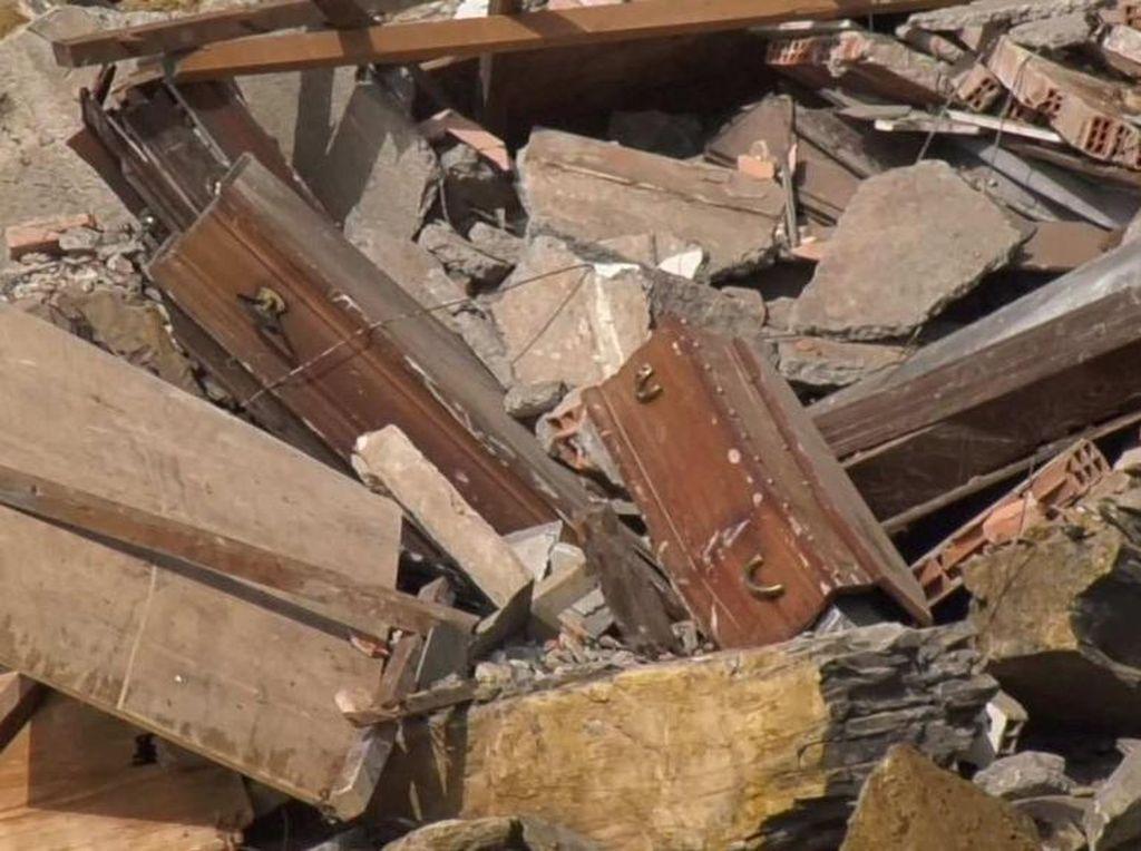 Ratusan Peti Mati Jatuh ke Laut Akibat Pemakaman Mengalami Longsor di Italia