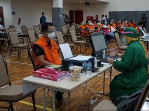 Tanda Tanya di Balik Vaksinasi Corona bagi Tahanan KPK
