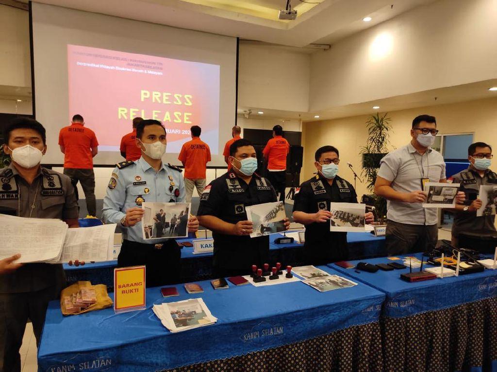 Dicurigai Lakukan Cyber Crime, 5 WN Inggris Ditangkap Imigrasi Jaksel