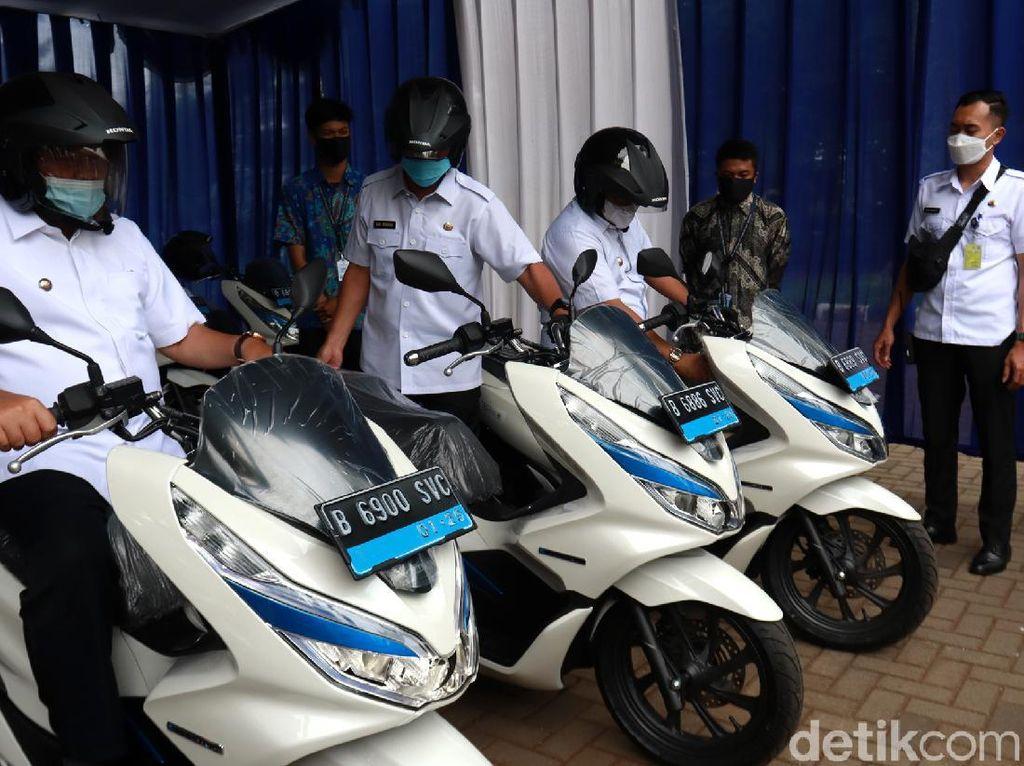 Kurangi Polusi, ASN Bandung Wara-wiri Pakai Motor Listrik