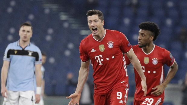 Bayern's Robert Lewandowski, center, celebrates after scoring his side's opening goal during the Champions League round of 16 first leg soccer match between Lazio and Bayern Munich at the Olympic stadium in Rome, Tuesday, Feb. 23, 2021. (AP Photo/Gregorio Borgia)