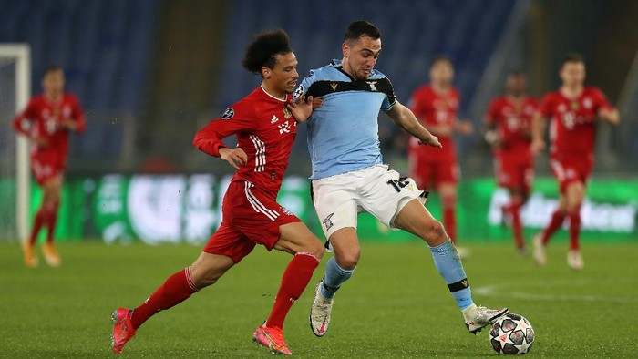 ROME, ITALY - FEBRUARY 23: Leroy Sane of FC Bayern Muenchen battles for possession with Senad Lulic of S.S. Lazio  during the UEFA Champions League Round of 16 match between Lazio Roma and Bayern München at Olimpico Stadium on February 23, 2021 in Rome, Italy. Sporting stadiums around Italy remain under strict restrictions due to the Coronavirus Pandemic as Government social distancing laws prohibit fans inside venues resulting in games being played behind closed doors. (Photo by Paolo Bruno/Getty Images)