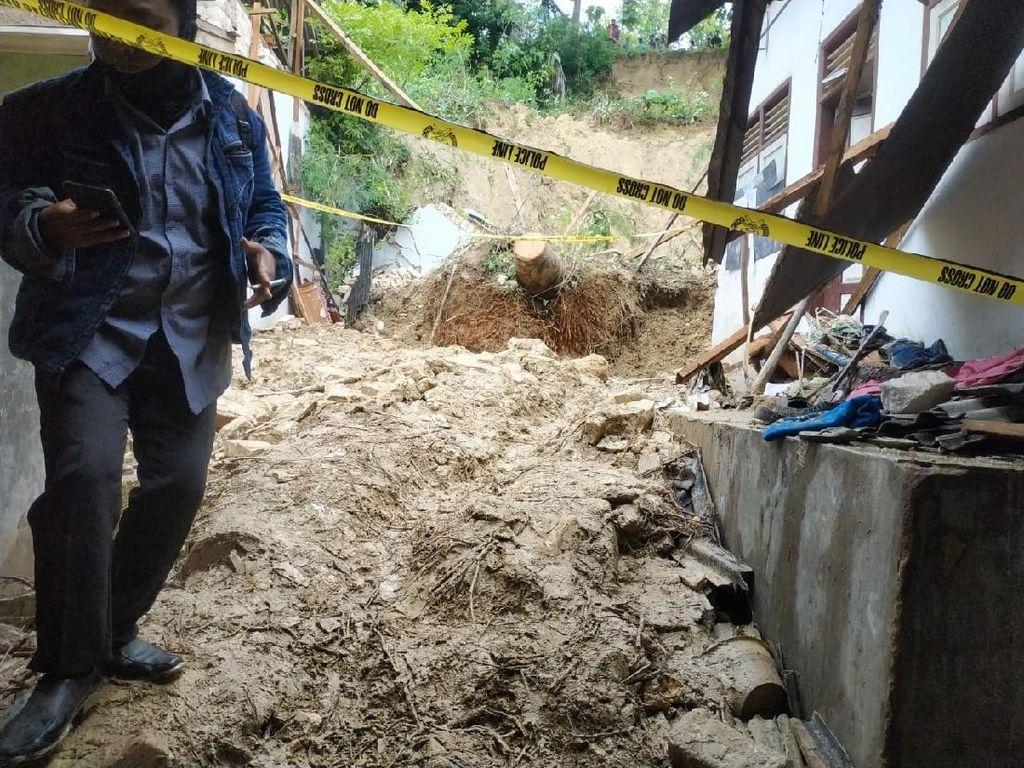 Antisipasi Longsor Susulan, Ponpes Annidhamiyah Pamekasan Di-police Line