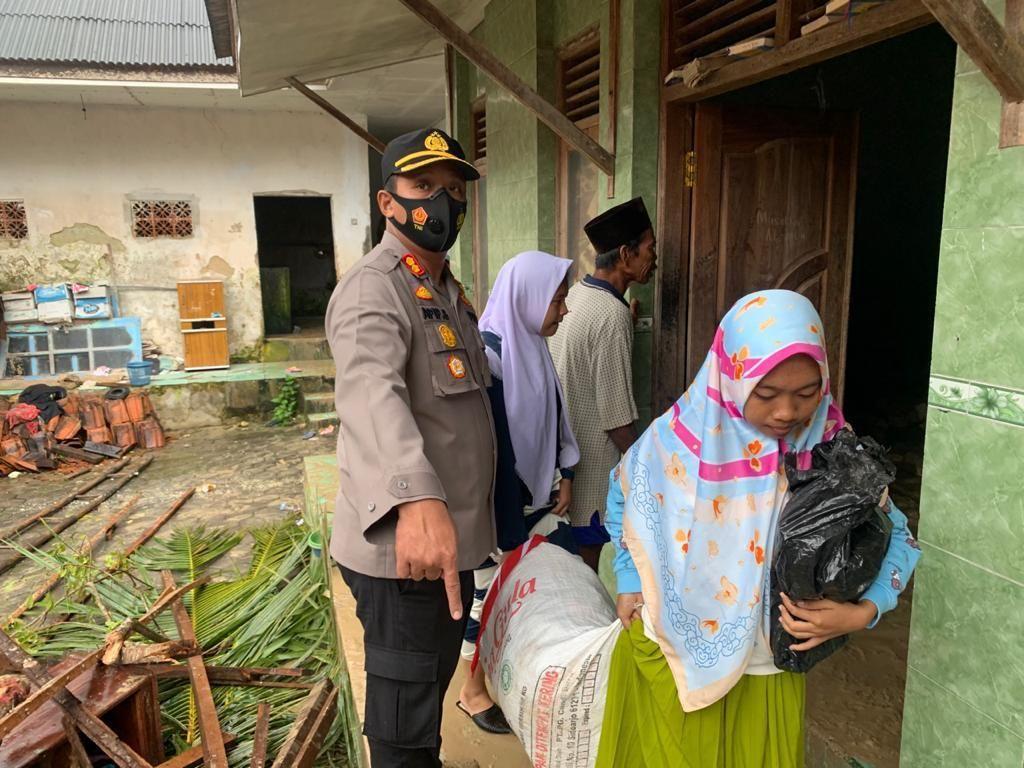 Santriwati Ponpes Annidhamiyah yang Selamat dari Longsor Pamekasan Diungsikan