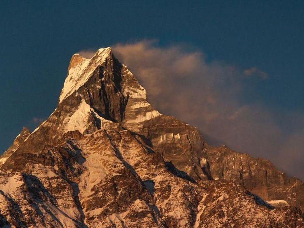 Machhapuchhare, Puncak Perawan nan Sakral di Pegunungan Himalaya